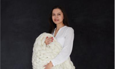 Fabricat tradițional în România cu fire gigant de lână merinos: afacerea...